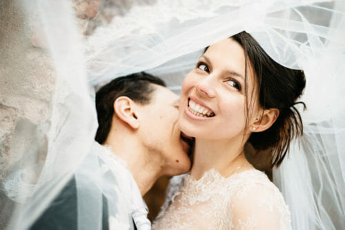 Hochzeitsfotograf Graz Brautpaar in Schleier