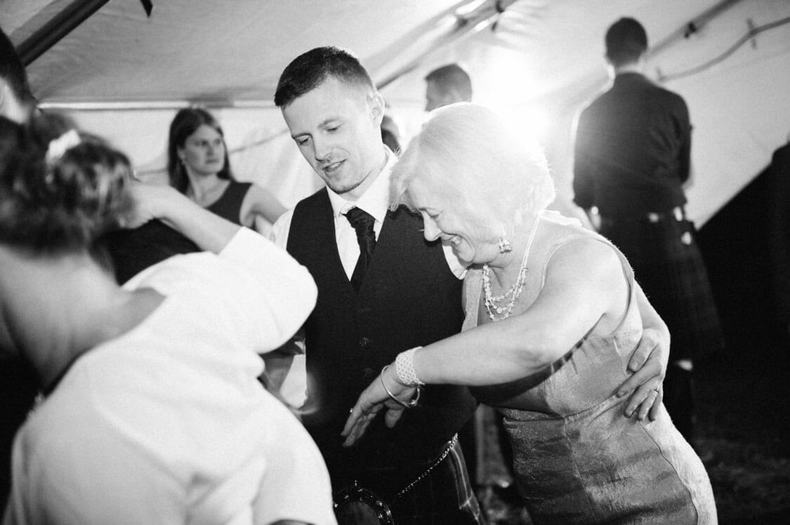 Hochzeitsfotograf Hochzeit Alm Berge Obersteiermark Vintage Tom Schuller 81